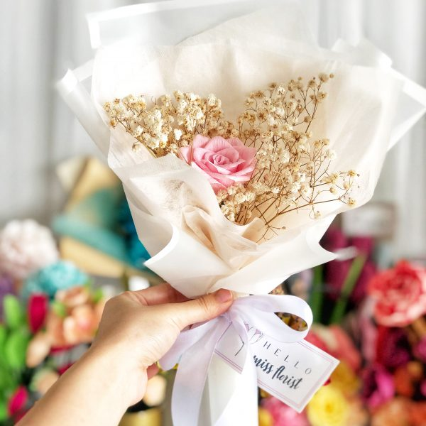 Learn How to Make Craft Paper Rose and Dried Flower Into a Beautiful Bouquet