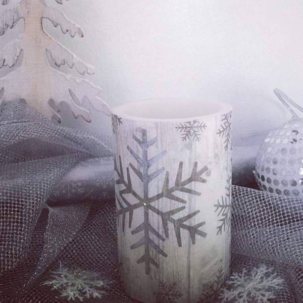 Learn How To Decorate A Hurricane Candle For Your Christmas Table