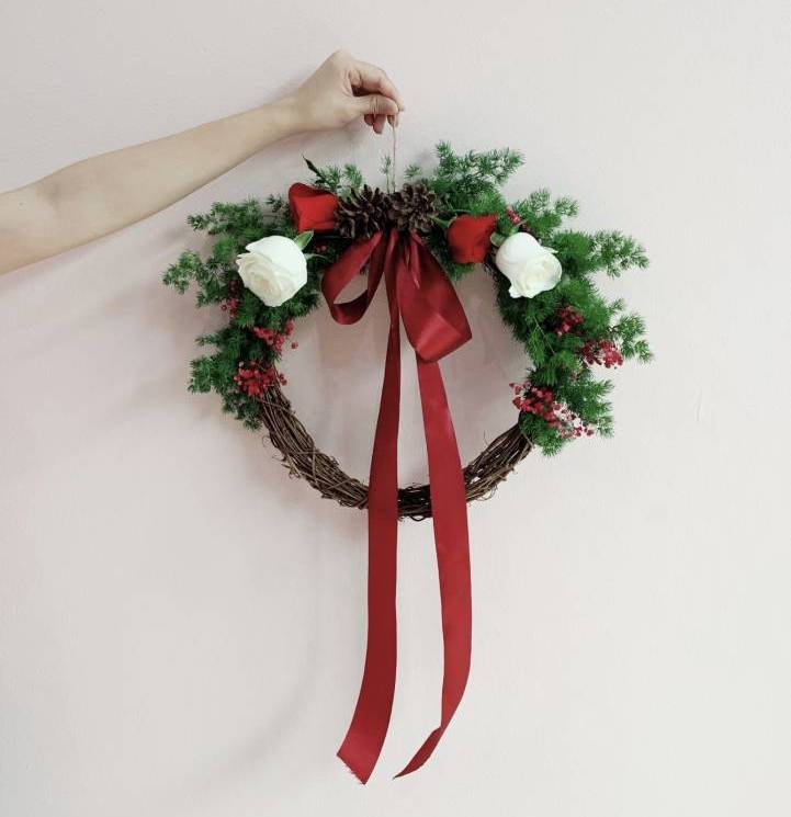 Learn How To Make Beauty Christmas Wreath