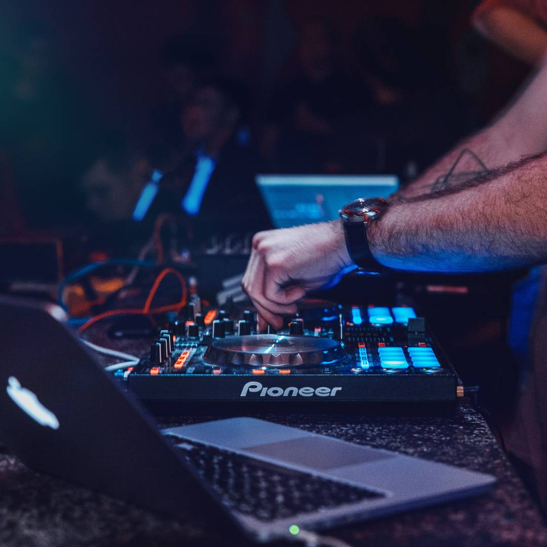 Learn How To Build Your Carrieer As A DJ
