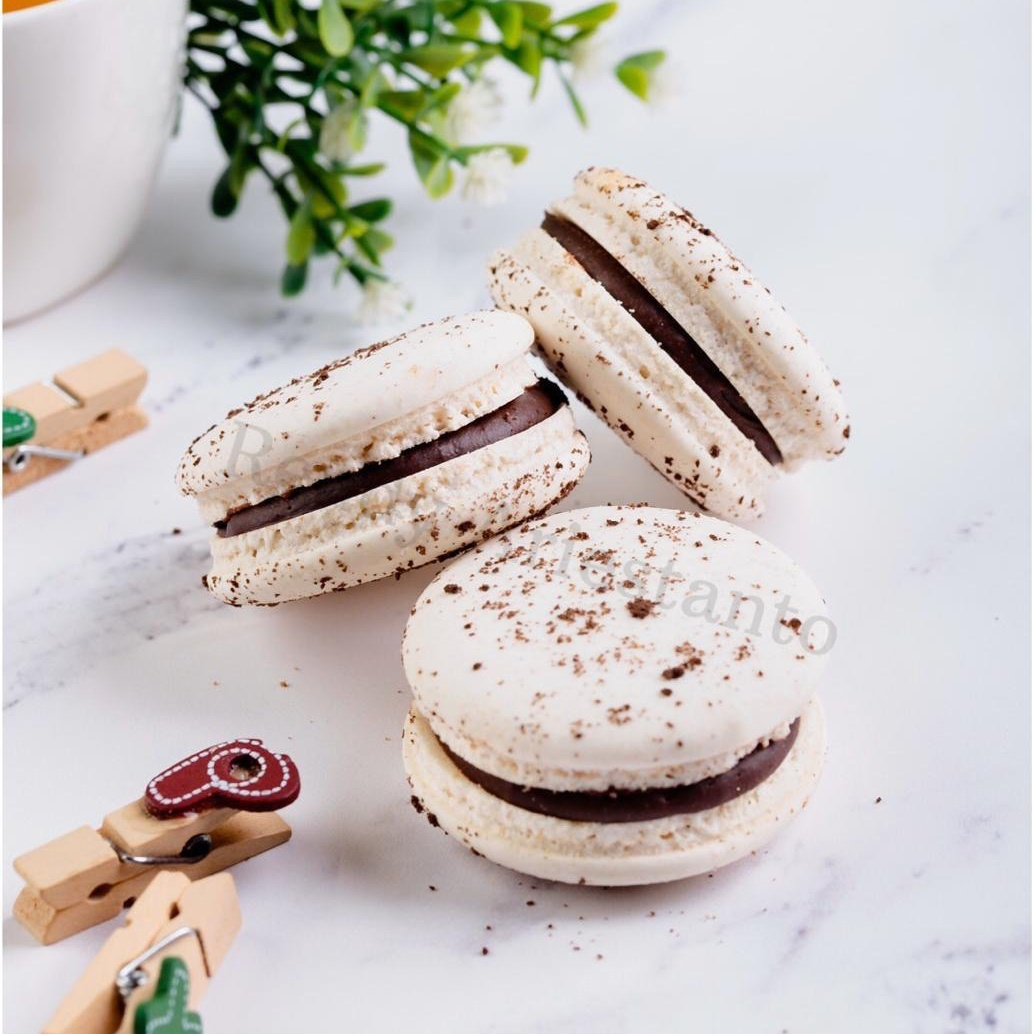 Learn How To Make Vegan Macaron