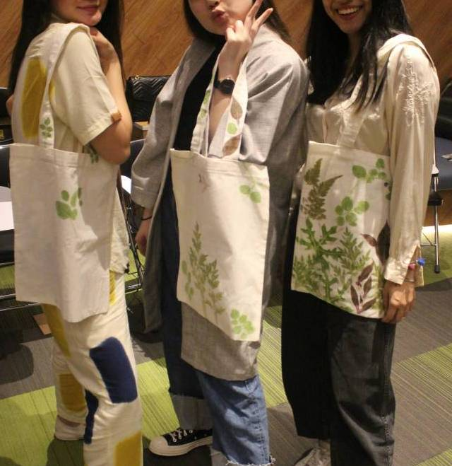 Learn How To Apply Ecoprint On Tote Bag