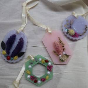Learn How To Make Your Own Botanical Wax Sachet