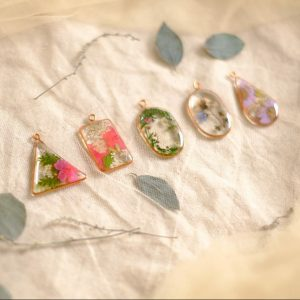 Learn How To Make Flower Pendant Resin