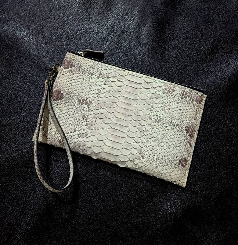 Learn How To Make Your Own Wrislet Clutch (Advance Lethercraft)