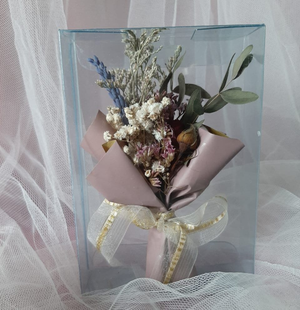 Learn How To Make a Dried Flower Mini Bouquet